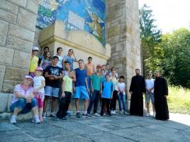 Tabără creștină cu copii și tineri instituționalizați laTabără creștină cu copii și tineri instituționalizați la Mănăstirea Piatra Craiului