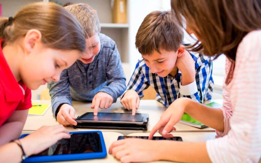 """<a class=""""imagineslider-posttitle-link"""" href=""""http://www.protopopiatulbeclean.ro/arhiepiscopia-clujului-lanseaza-campania-daruieste-o-tableta-pentru-o-sansa-la-educatie/"""">Arhiepiscopia Clujului lansează Campania: """"Dăruieste o tabletă pentru o sansă la educație!""""</a>"""
