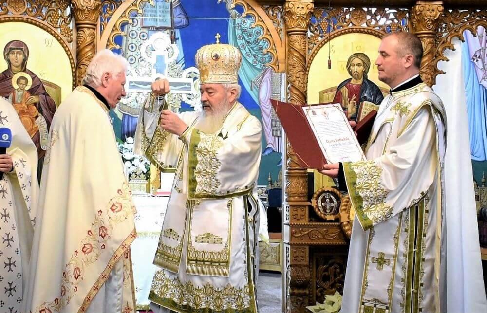 "<a class=""imagineslider-posttitle-link"" href=""http://www.protopopiatulbeclean.ro/sfintirea-picturii-bisericii-sf-ap-andrei-din-beclean-protopopul-doru-zinveliu-a-primit-crucea-patriarhala/"">Sfintirea picturii Bisericii ""Sf. Ap. Andrei"" din Beclean | Protopopul Doru Zinveliu a primit Crucea Patriarhala</a>"